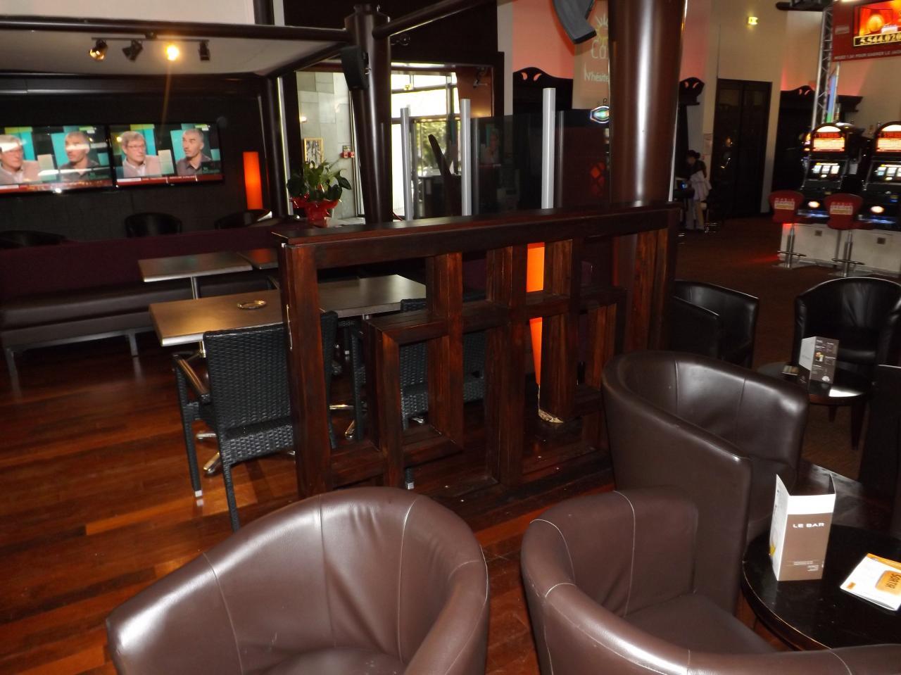 Barrière de séparation  bar  du casino Barrière de DAX