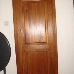 Porte en bois exotique (Sipo)