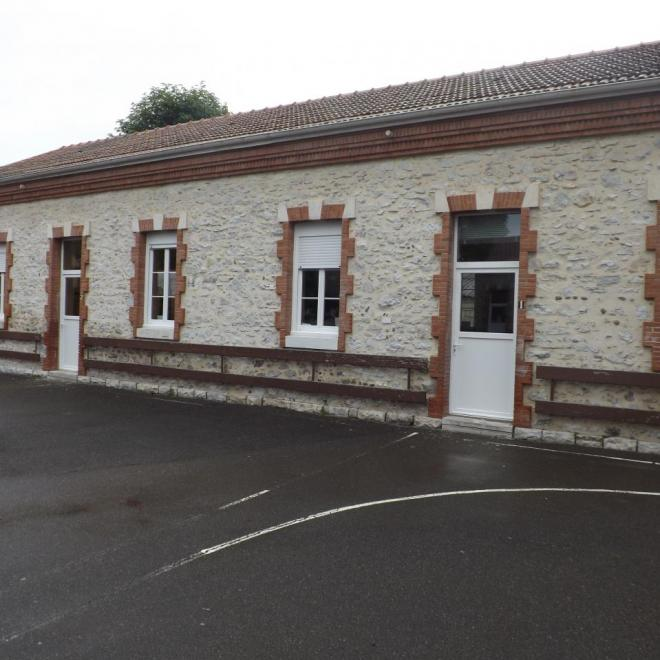 Remplacement  des portes et  des fenêtres  en PVC à l'école de LABATUT