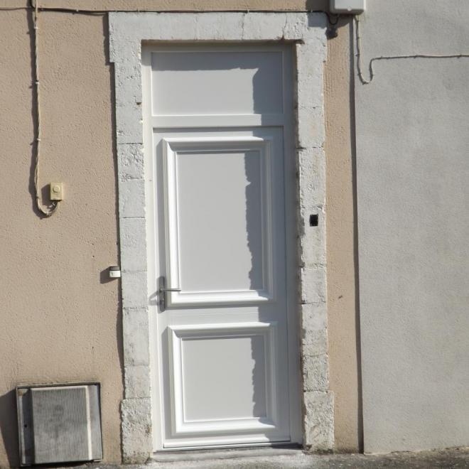 Porte d'entrée PVC Blanc  modèle Bellis de chez SWAO sur Dax