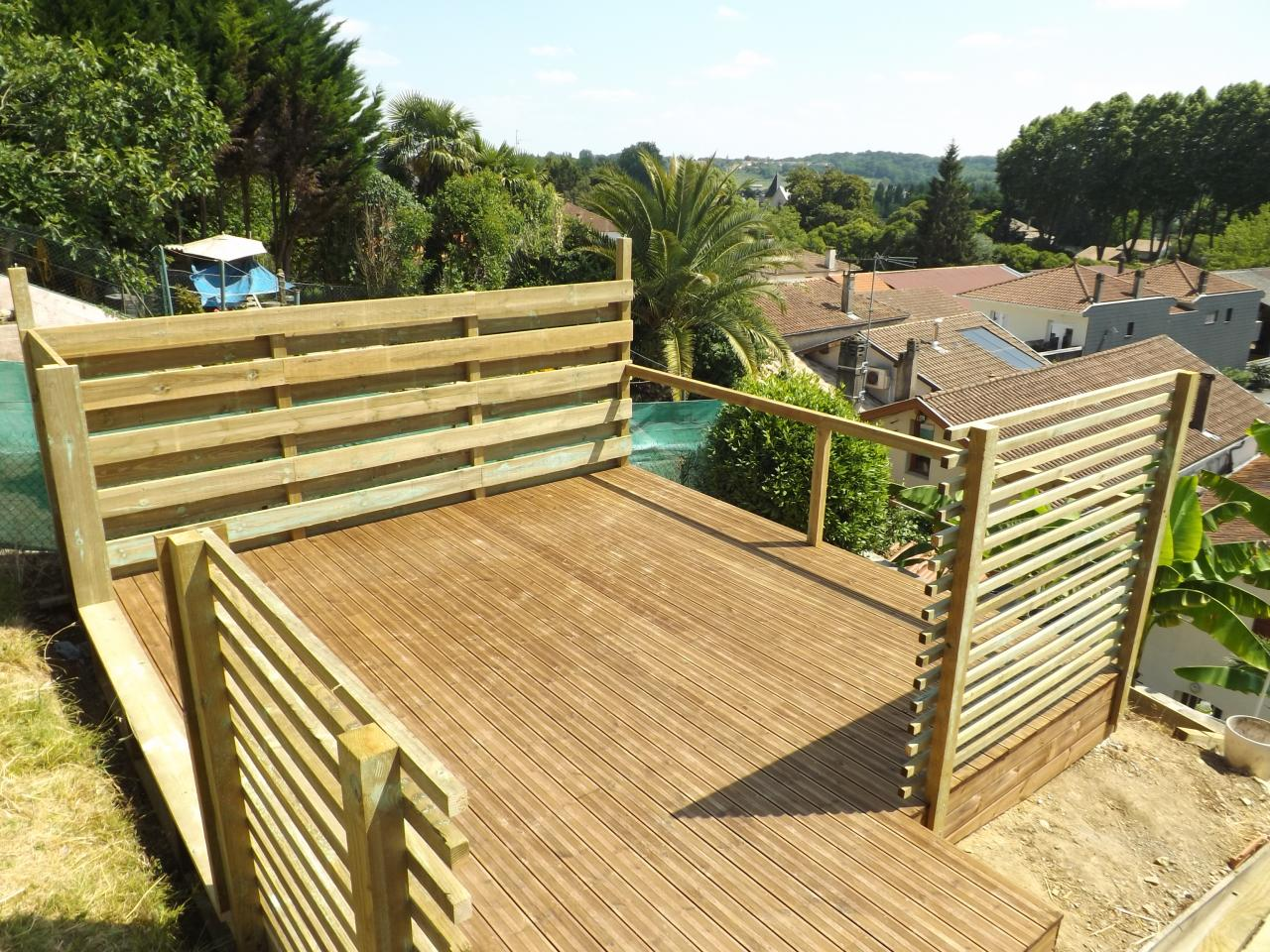 Terrasse en pin traité avec brise vue sur Peyrehorade