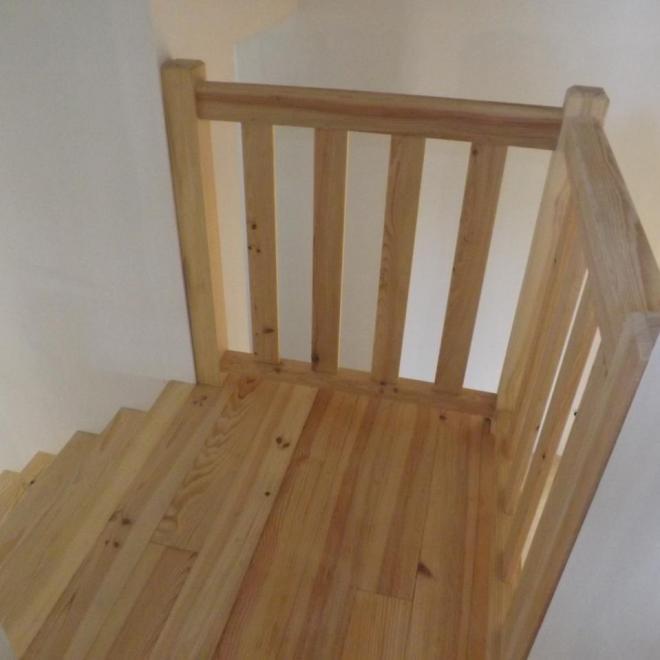Escalier à palier en pin