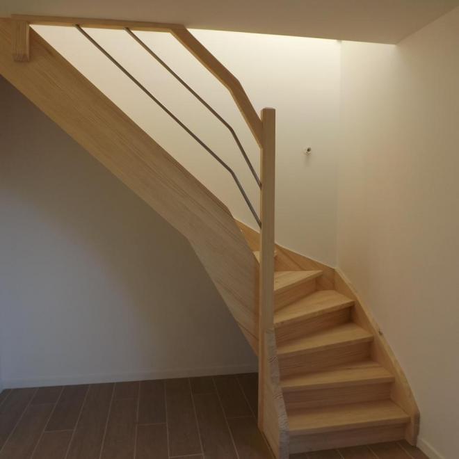 Escalier en lamellé collé pin et tube inox