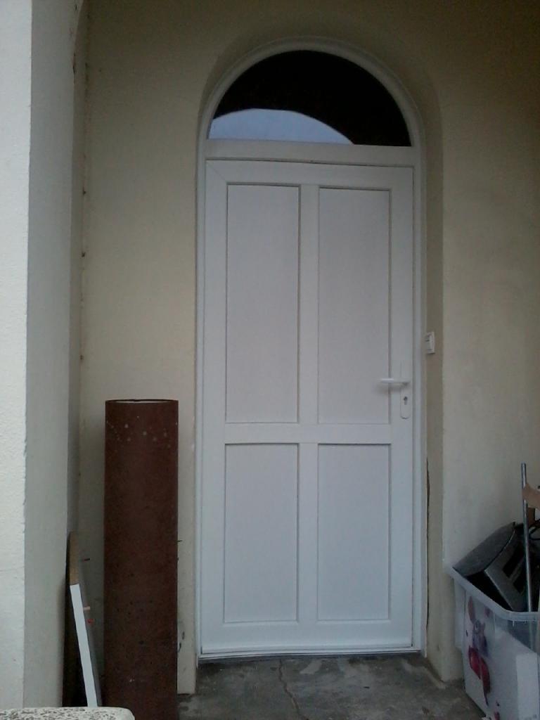 Porte d'entrée PVC modèle CAPARIS cintrée