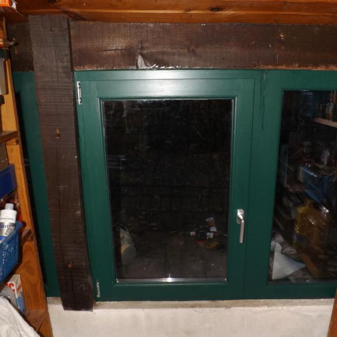 fenêtre en pin rouge avec 1 vantail oscillobattant