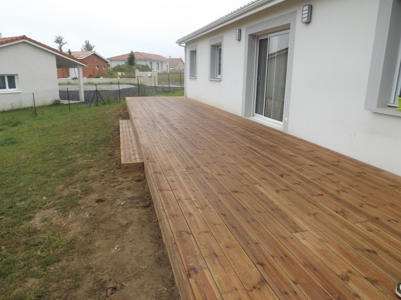 Terrasse pin brun sur Pouillon