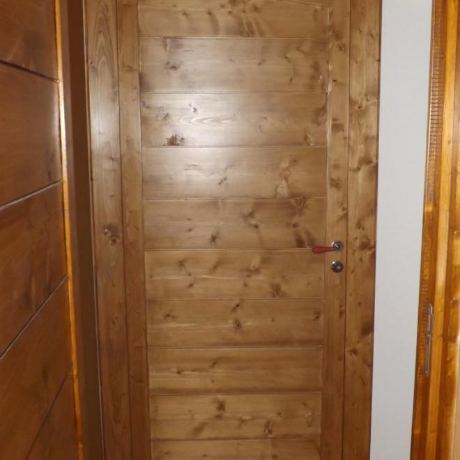 Porte de chambre en sapin teintée e vernie