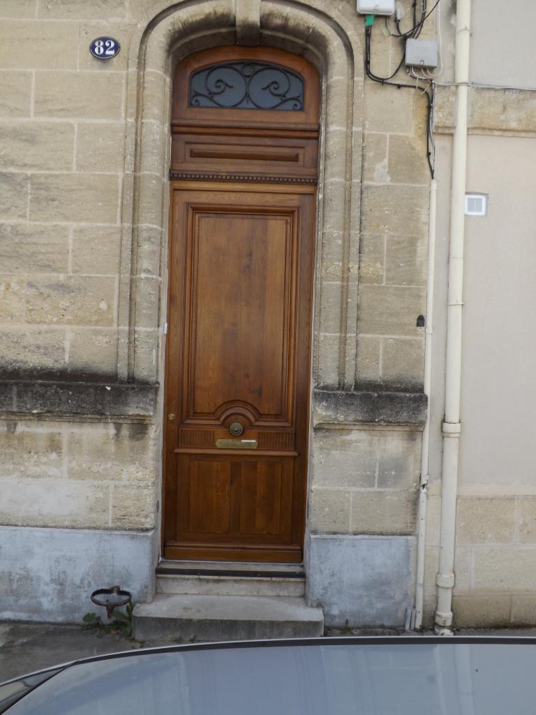 Porte d'entrée en chêne (redite de l'existante) sur Bordeaux