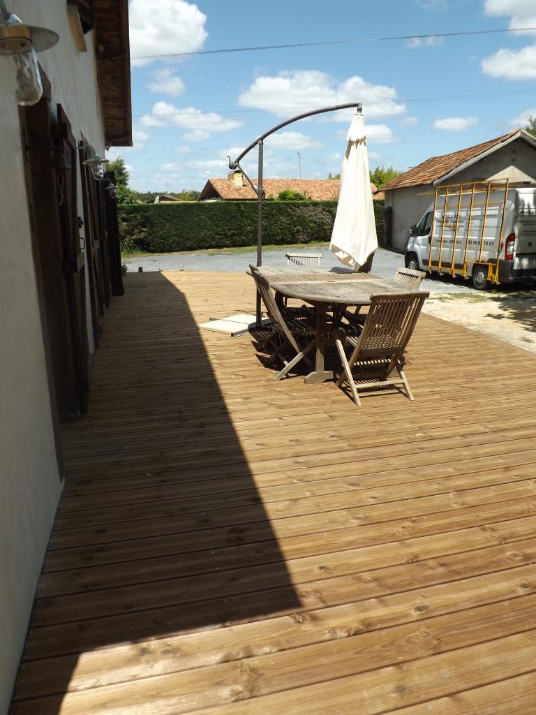 Terrasse en pin traité brun sur Candresse