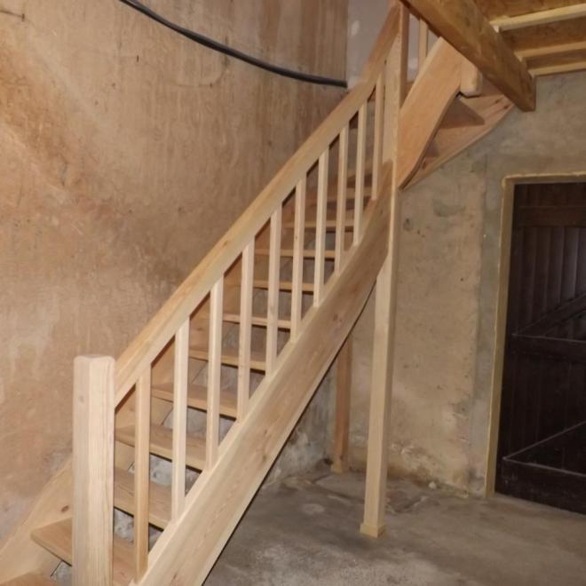 Fabrication et pose d'un escalier en pin sylvestre