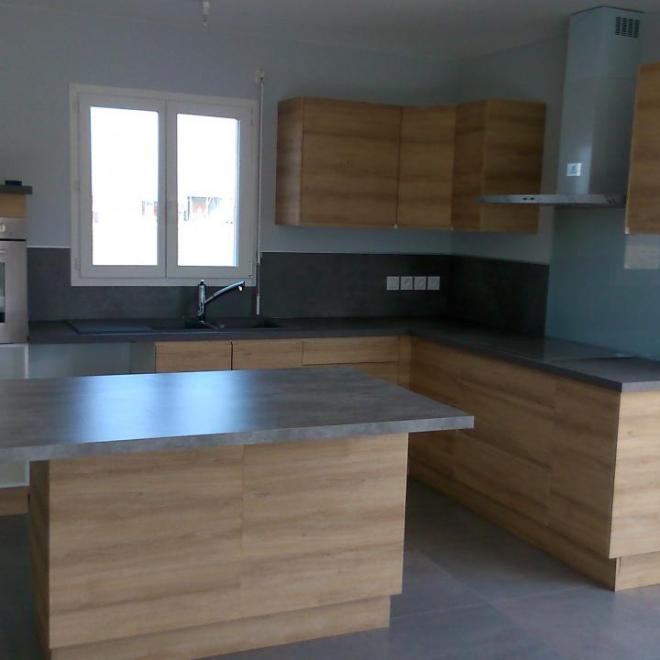 pose d 39 une cuisine avec fa ade en stratifi. Black Bedroom Furniture Sets. Home Design Ideas