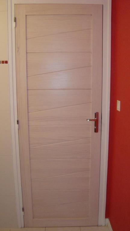 porte intérieure en pin vernie blanc sur Labatut