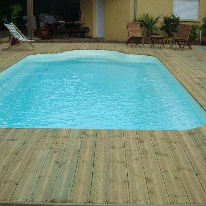 Terrasse piscine en pin traité