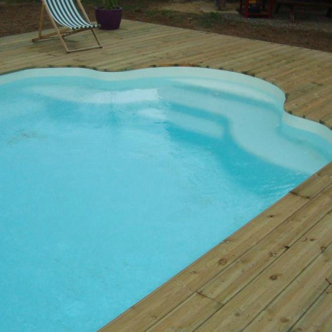 Terrasse piscine en pin traité