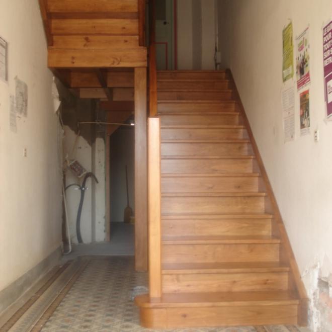 escalier en pin mairie de Labatut