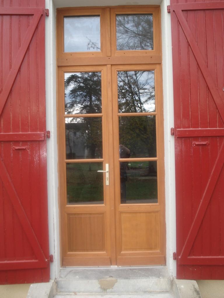 Porte fenêtre en exotique (mairie de LABATUT)