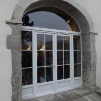 Porte fenêtre PVC en anse de panier sur cauneille