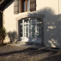 Porte fenêtre cintrée en PVC avec volet roulant intérieur en alu
