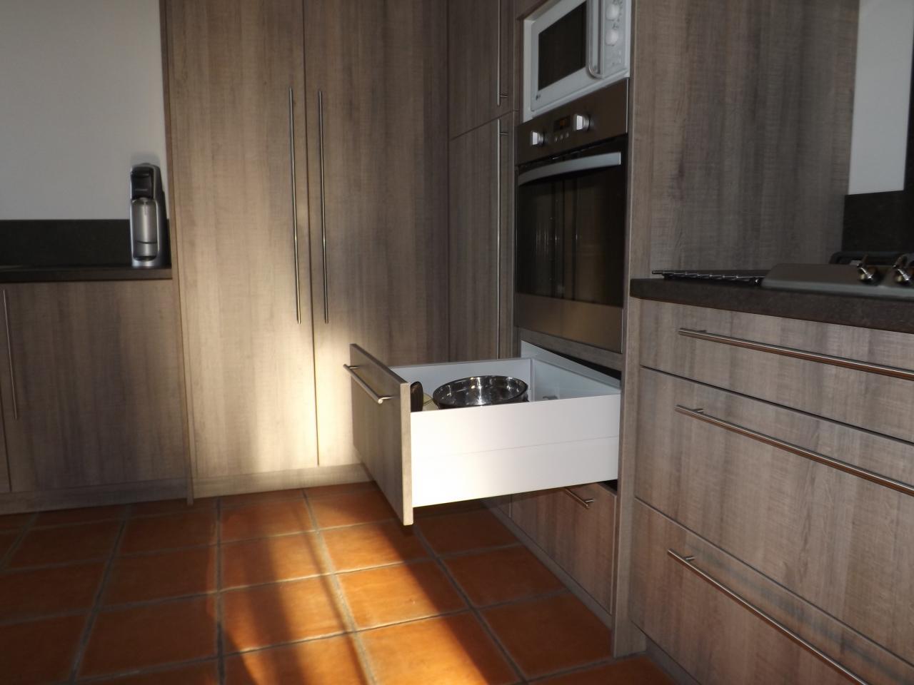 Cuisines et salles de bain for Pose d une cuisine