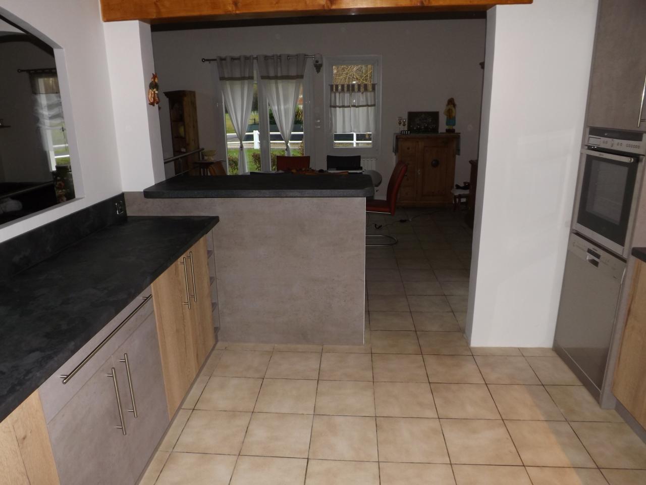 Fabrication et pose d 39 une cuisine sur lahonce for Amnagement d une cuisine