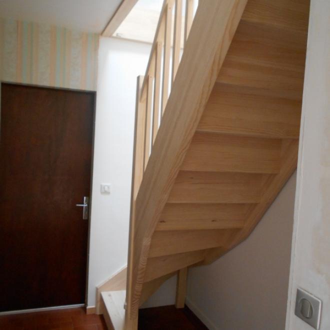 Fabrication et pose d'un escalier en pin Absolu Bois