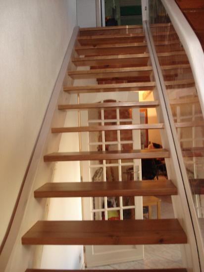 escalier en pin teinté 2 couleurs Absolu Bois