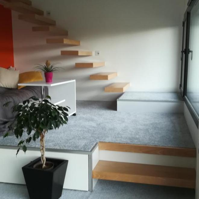 Escalier en hêtre suspendu