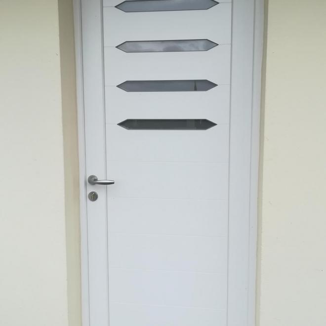 Porte contemporaine modèle Draba de chez SWAO