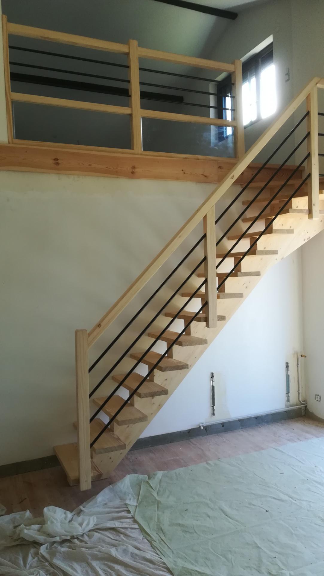 Escalier à limon central en pin  Absolu Bois