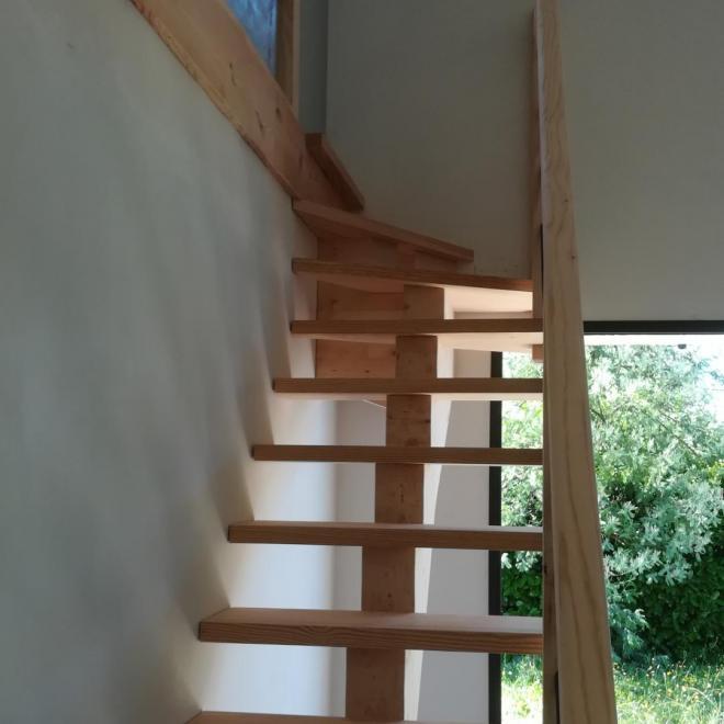 Escalier à limon central en pin sur ST PAUL LES DAX