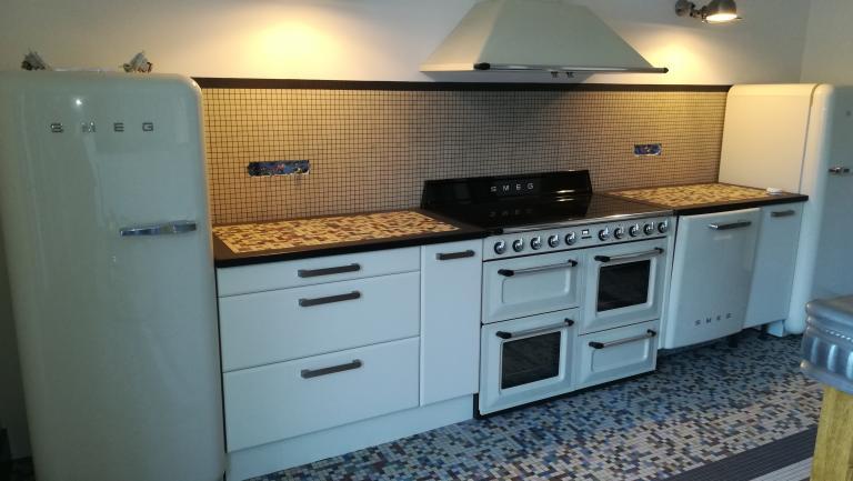 Fabrication et pose d'une cuisine style vintage année 50 Absolu Bois