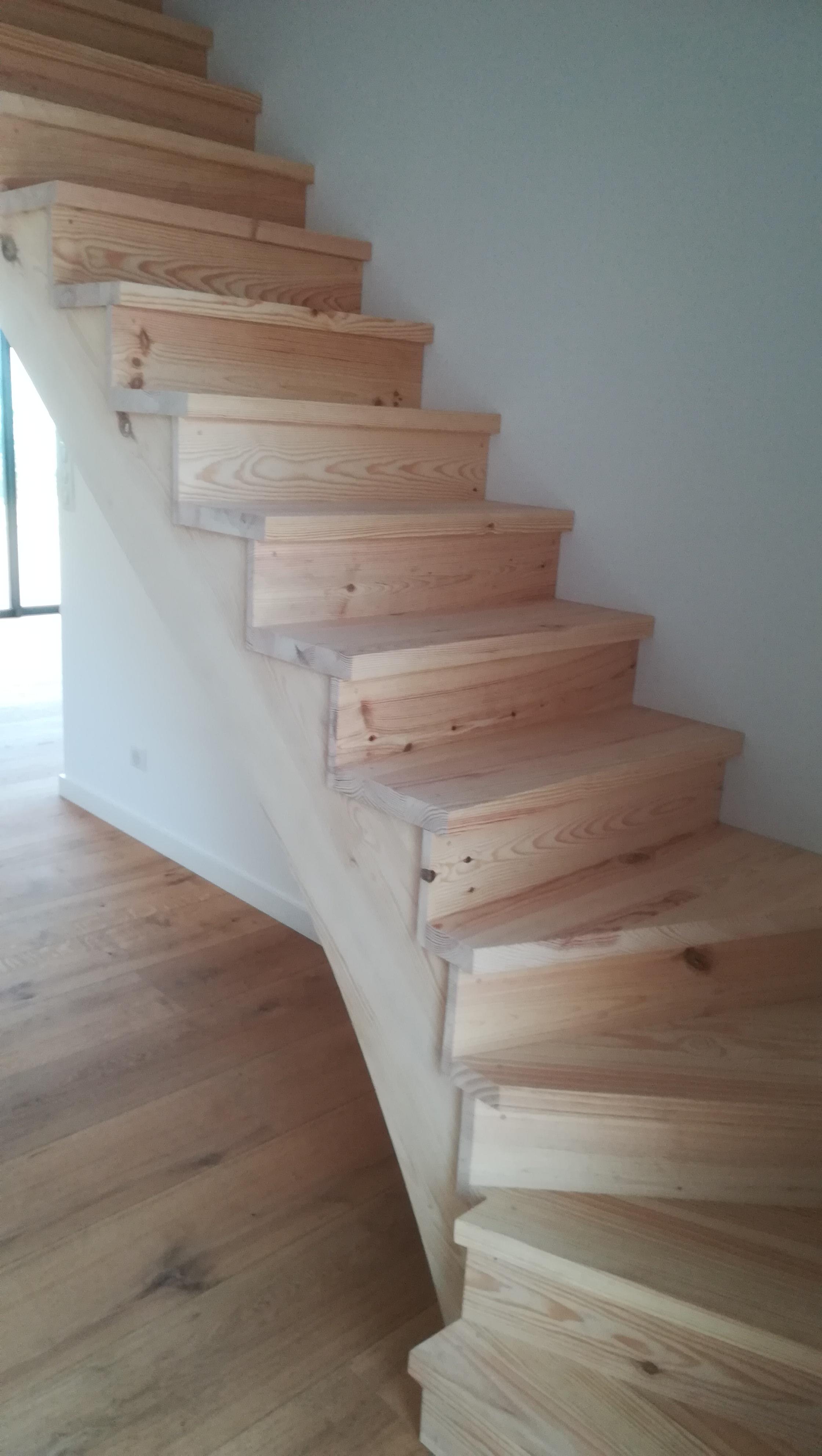 Escalier quart tournant en pin par Absolu bois