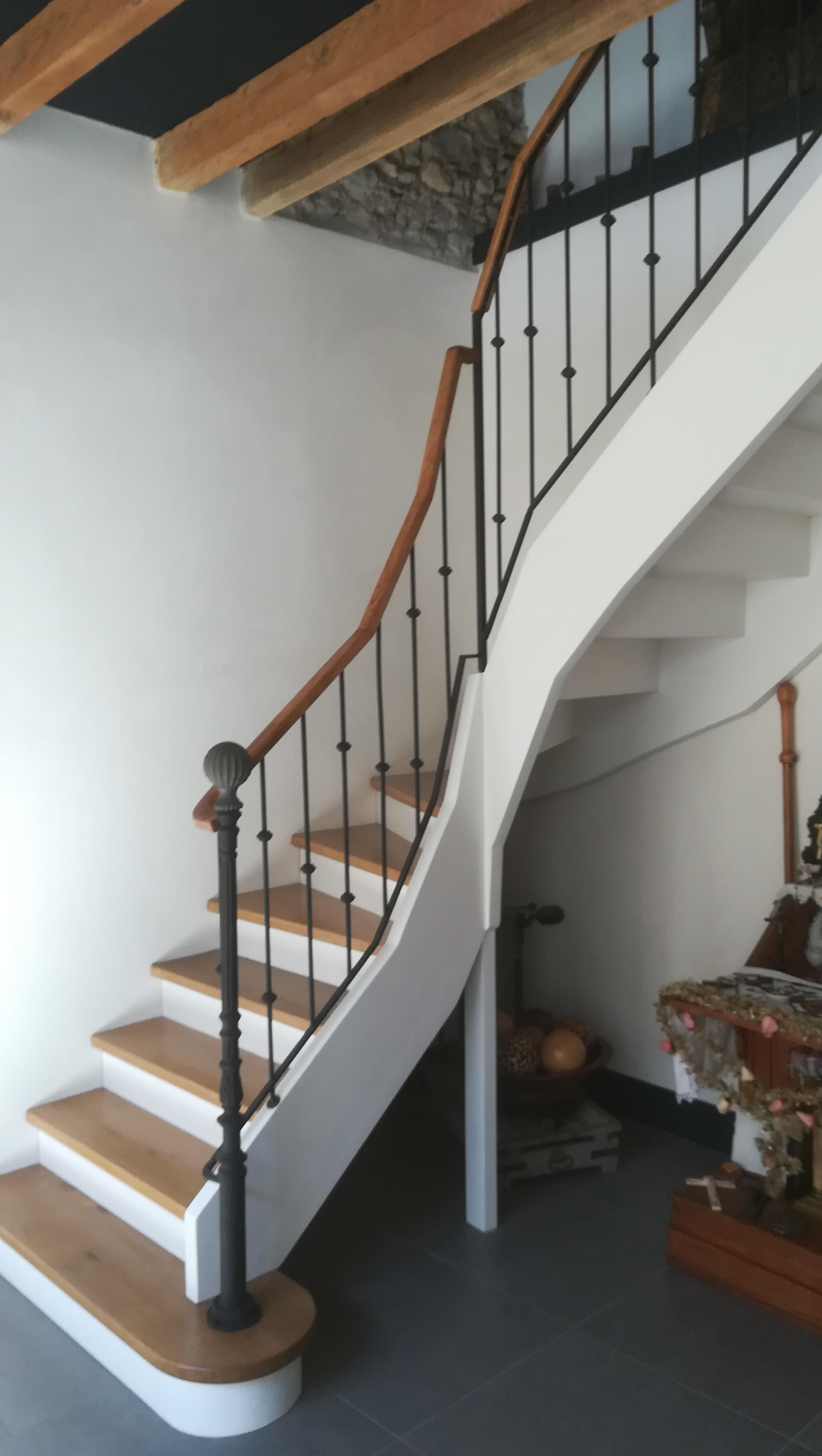 Escalier en quart tournant en Hêtre avec garde corps métal  par Absolu bois