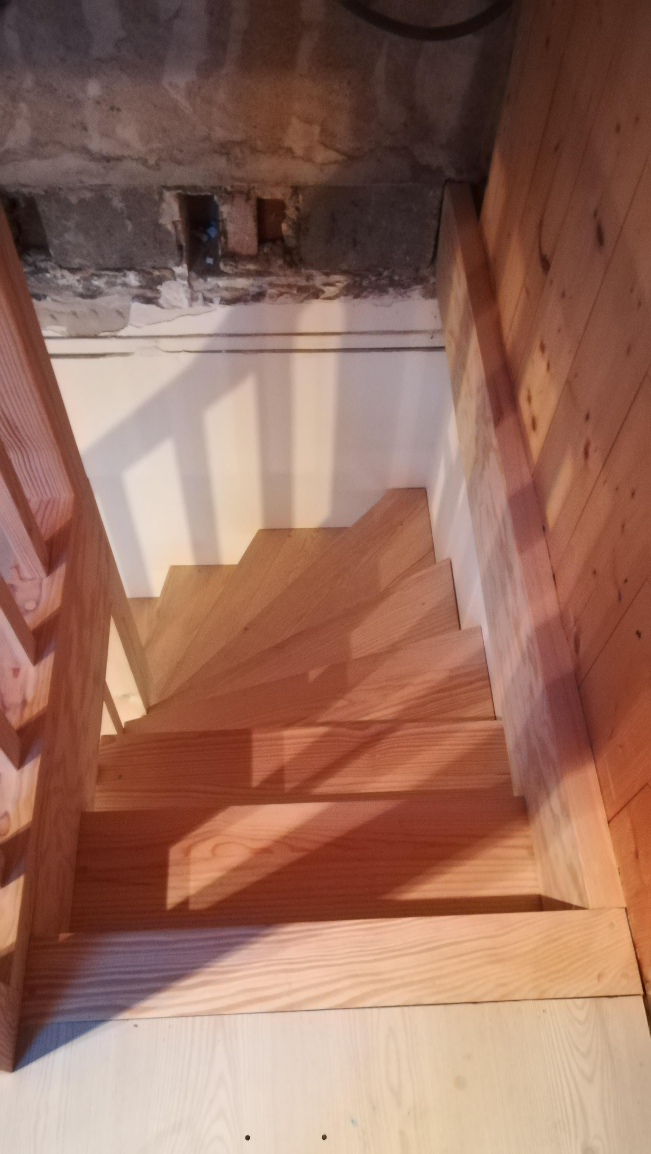 Escalier quart tournant en pin par Absolu bois menuiserie