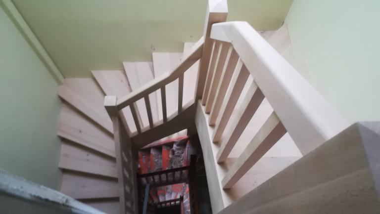 Escalier double quart tournant en hêtre sur Orthez par Absolu Bois Menuiserie