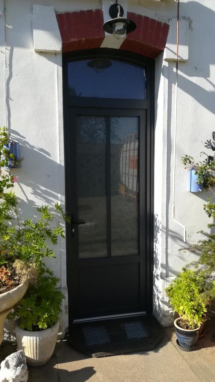 Porte fenêtre en pvc  plaxé anthracite ral 7016 sur Habas - Absolu Bois Menuiserie