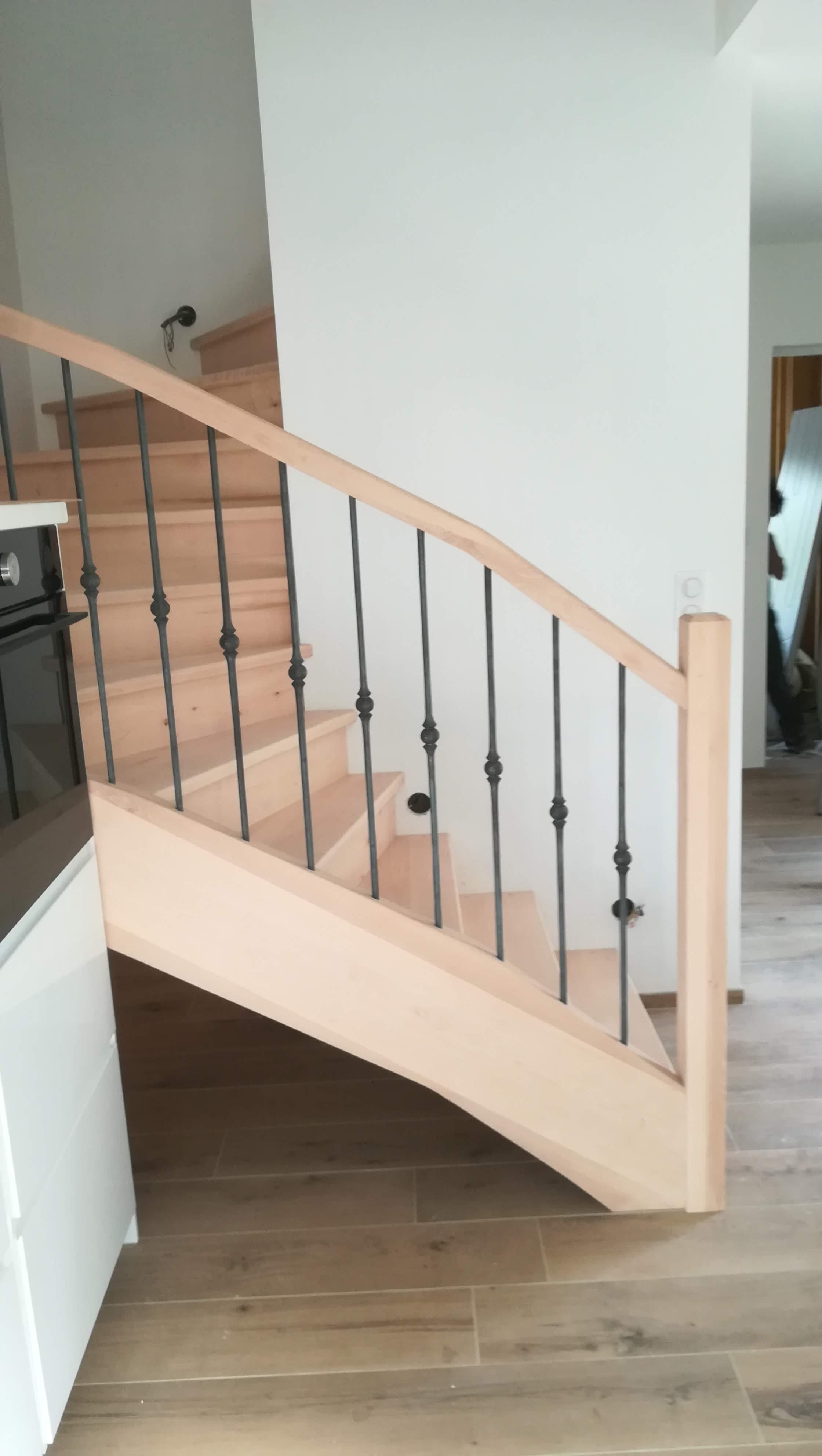 Fabrication et pose d'un escalier en hêtre 2/4 tournant par absolubois menuiserie