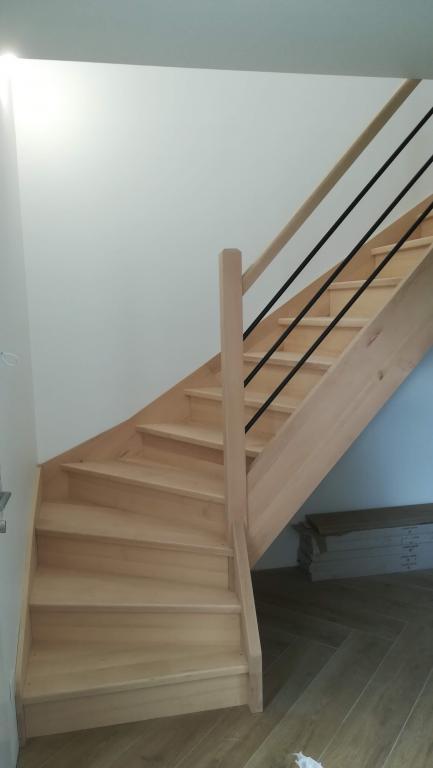 Fabrication et pose d'un escalier en hêtre 1/4 tournant par Absolu Bois Menuiserie