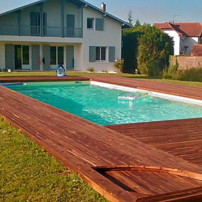 Terrasse contour piscine en pin traité classe IV marron sur AMOU