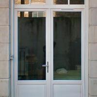 Porte fenêtre en bois exotique sur Biarritz